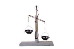 Metallo che pesa le scale equilibrate Immagini Stock Libere da Diritti
