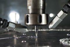 Metallo di CNC che lavora dal mulino immagine stock
