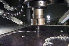 Metallo di CNC che lavora dal mulino immagine stock libera da diritti