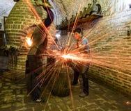 Metallo di forma di due fabbri a Buchara Immagini Stock