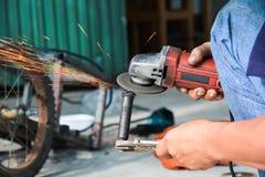 Metallo di taglio del lavoratore Fotografia Stock