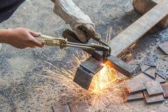 Metallo di taglio del saldatore fotografia stock libera da diritti