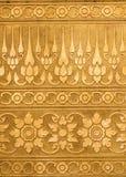 Metallo dorato con la scultura tradizionale tailandese nello stile contemporaneo Fotografie Stock