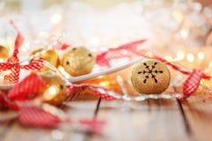 Metallo Jingle Bells e Natale Garland Light Immagine Stock