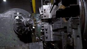 Metallo lavorante della macchina di CNC archivi video