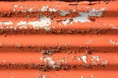 Metallo ondulato, con pittura che si sfalda fuori Immagini Stock