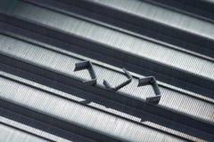 Metallo Staples sulla tavola Immagini Stock Libere da Diritti