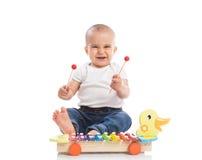 Metallophone παιχνιδιού παιδιών μωρών χαμόγελου Στοκ εικόνα με δικαίωμα ελεύθερης χρήσης