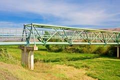Metallpedestrial Brücke Stockbilder