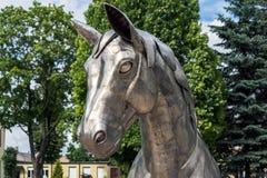 Metallpferdekopfnahaufnahme der Skulptur 'Pferd mit einem Wagen ' lizenzfreie stockfotos