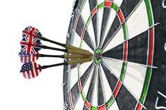 Metallpilar har slågit den röda bullseyen på ett pilbräde framförd modig bild för pilar 3d Pilpil i målmittpilarna i slut för öga Arkivbild