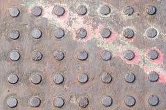 Metallplatte mit Ausbuchtungen Stockfoto