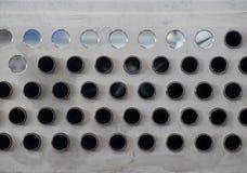 Metallplatte mit Löchern und Rohren Stockbilder