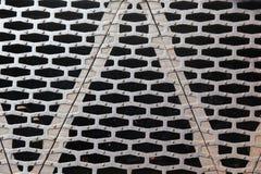 Metallplatte mit Musterlöchern stockfotos