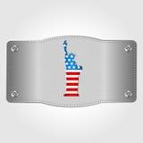 Metallplatte mit U S Flagge und Freiheitsstatue Juli 4 Unabhängigkeitstag von Vereinigten Staaten Lizenzfreies Stockfoto