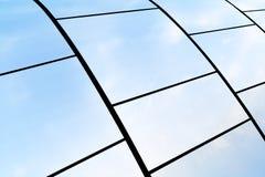 Metallplattor reflekterar himmel Royaltyfria Foton