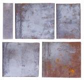 Metallplattor som isoleras på vit Arkivfoto