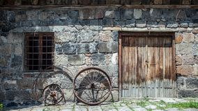 Metallrad eines alten Autos Stockfotografie
