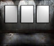 Metallraum mit Zeichen Lizenzfreies Stockfoto