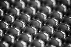 Metallriemenb?lle vereinbart in den Reihen, B?lle f?r Lager lizenzfreies stockbild