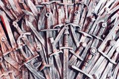 Metallritter-Klingenhintergrund Abschluss oben Die Konzept Ritter stockbilder