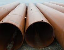 Metallrohre mit Rost lizenzfreie stockfotos