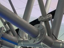 Metallrohrstruktur mit Bolzenverbindungen Stockfoto