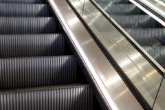 Metallrulltrappor med inget royaltyfri fotografi