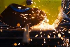 Metallschneidend Lizenzfreie Stockfotografie