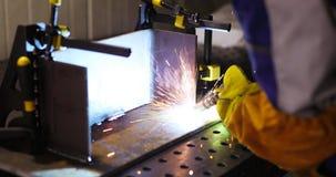 Metallschneidend mit Acetylenfackel Stockbilder