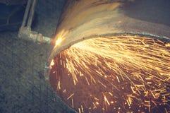 Metallschneidend mit Acetylenfackel Stockfoto