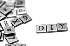 Metallscrapbooking Buchstaben, die DIY buchstabieren Lizenzfreie Stockfotografie