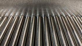 Metallstång på metallplattan Royaltyfri Foto