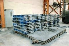 Metallstücke in der Fabrik Stockfotos