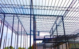 Metallstahl- und Aluminiumrahmenkonstruktion f?r Fabrik- und Lagerbaugewerbe lizenzfreie stockfotografie