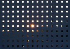 Metallstaket med panelljuset Royaltyfri Bild