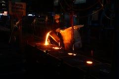 Metallströmende Arbeitskraft lizenzfreies stockbild
