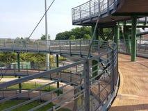 Metallstruktur, cirkulering-gångare gångbana Italien royaltyfri bild