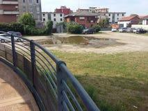 Metallstruktur, cirkulering-gångare gångbana Italien arkivfoto