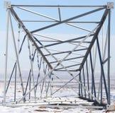 Metallstruktur i det insnöat vintern Arkivbilder