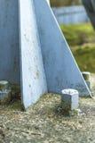 Metallstruktur med bultar och muttrar Arkivfoto
