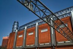 Metallstruktur- och tegelstenväggen Arkivfoto