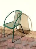 Metallstuhl in der Sonne Lizenzfreie Stockfotografie