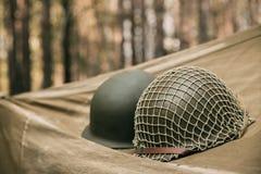 Metallsturzhelm des Armee-Infanterie-Soldaten At World War Vereinigter Staaten II stockbild