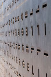 Metalltür mit den Löchern in Form der Buchstaben Lizenzfreies Stockbild