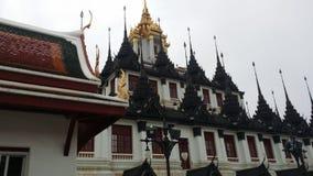 Metalltempel i Bangkok Arkivfoton