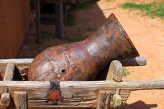 Metalltillbringare på vagnen Royaltyfria Bilder