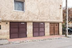 Metalltor von Garagen für Autos Lizenzfreie Stockfotos