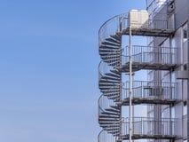 Metalltrappa utanför, tillträdesdetalj Fotografering för Bildbyråer