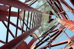 Metalltreppen, die hinunter modernes Ziegelsteingebäude führen Lizenzfreie Stockbilder